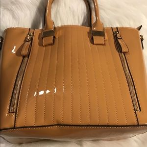 Handbags - 🖤🖤🖤Patent Tote🖤🖤